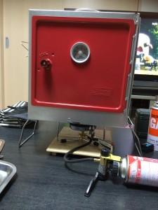 コールマンキャンピングオーブンスモーカーとソトシングルガスバーナーST-301