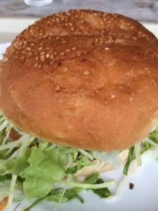 沖縄の巨大ハンバーガー