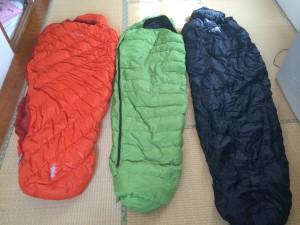 寝袋を並べてみた