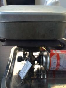 銅板の上でメスティンご飯を炊くと焦げにくい