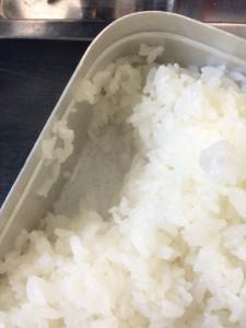 銅板を敷いて炊いたご飯の炊きあがり