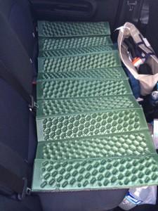 沖縄での車中泊でキャプテンスタッグのEVAフォームマットを使用