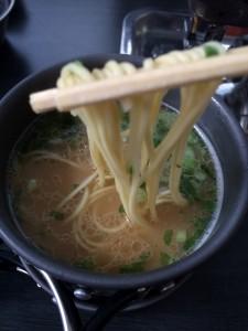 五木食品の久留米ほとめきラーメンは豚骨の香りがすごい本格はラーメン