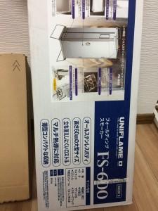 ユニフレームフォールディングスモーカーFS600の外箱