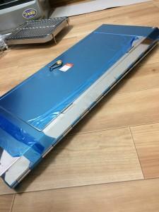 ユニフレームフォールディングスモーカーFS600の本体が折りたたまれてる