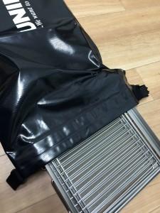 ユニフレームフォールディングスモーカーFS600の専用ケースは頑丈で匂いが漏れにくい