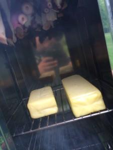 ユニフレームフォールディングスモーカーFS600でチーズを燻製!