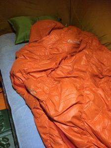 ソロキャンプでの寝袋