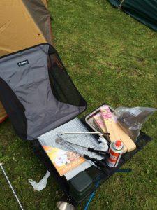 ソロキャンプでの椅子とテーブル