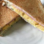 卵焼きサンドイッチが流行?ならば、だし巻き卵をホットサンド!
