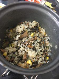 モンベルのアルパインクッカーでr作った炊き込みご飯