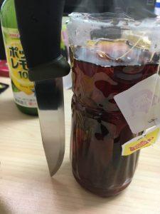 日東紅茶でモーラナイフを黒錆加工