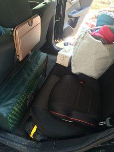 後部座席もキャンプ道具満載