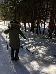 雪の上でのキャンプ
