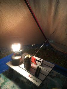 携帯用ラジオとキャンプ