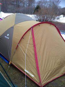 雪の中の高規格キャンプ場