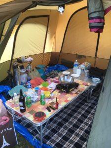 テント前室に電気カーペット
