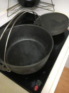 ダッチオーブンのシーズニング火にかける