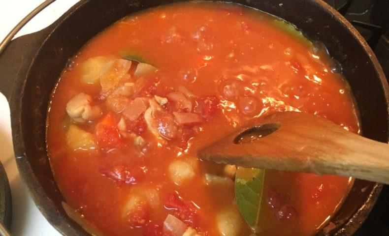 無水トマトチキンカレーをキャプテンスタッグのダッチオーブンで作る