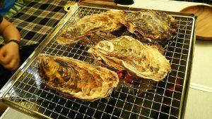 まあぶオートキャンプ場で牡蠣を焼く