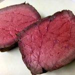 【絶品キャンプ飯】赤い旨味汁が出にくい!ダッチオーブンで作る原木ローストビーフのレシピ