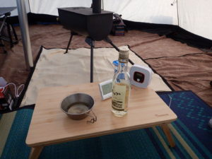 テントと薪ストーブと和室