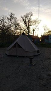 プライベートキャンプ場の朝日