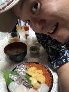 キャンプ王と海鮮丼